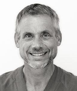 Carl-Johan Ivanoff är tandläkare vid Smile Uddevalla.
