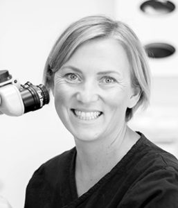Monika Eriksson jobbar som specialisttandläkare på bland annat Smile Kumla.